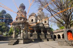 Sikt av Dakshin Kashi Mandir Mahuli Sangam Satara maharashtra royaltyfri foto