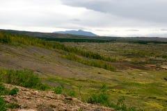 Sikt av dalen Haukadalur, Island fotografering för bildbyråer