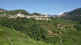 Sikt av dalen i norr Italien arkivfoton