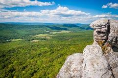 Sikt av de Appalachian bergen från klippor på stora Schloss, in arkivfoto