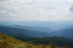 Sikt av de blåa bergen Royaltyfria Foton