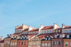 Sikt av de gamla byggnadstaken i den gamla staden i Warszawa, Polen Arkivfoton