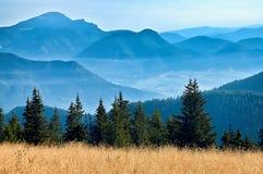 Sikt av de slovakiska bergen Arkivfoton