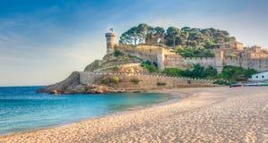 Sikt av de stärkte väggarna av Vila Vella av Tossa de Mar fr Royaltyfria Foton