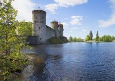 Sikt av de tre tornen av en forntida fästning Olavinlinna finland Arkivfoto