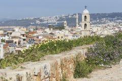 Sikt av de vita husen av den Chania staden från över, Kreta, Greec Royaltyfri Fotografi