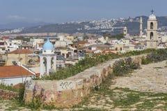 Sikt av de vita husen av den Chania staden från över, Kreta, Greec Arkivbilder