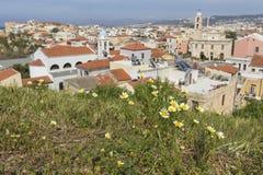 Sikt av de vita husen av den Chania staden från över, Kreta, Greec Arkivfoto
