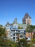 Sikt av delen av Quebec City med chateauen Frontenac Arkivbild