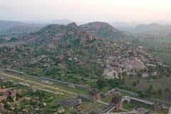 Sikt av den Achyutaraya templet, Hampi, Indien Arkivbilder