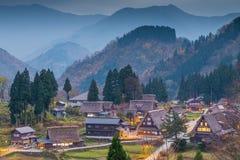 Sikt av den Ainokura byn med hus Royaltyfria Foton