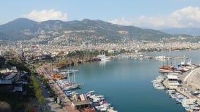Sikt av den Alanya hamnen fr?n den Alanya halv?n Turk Riviera stock video