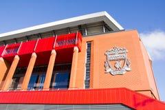 Sikt av den Anfield stadion, hem av den Liverpool fotbollklubban royaltyfri bild
