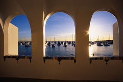 Sikt av den Avalon hamnen på den Catalina ön, CA arkivbild
