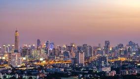Sikt av den Bangkok skyskrapan på natten, Thailand Royaltyfria Bilder