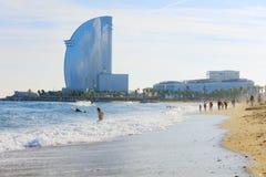 Sikt av den Barcelonetta stranden arkivfoto