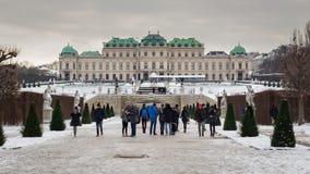 Sikt av den berömda övreSchloss belvederen i vintertid royaltyfri bild