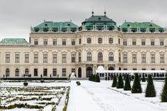 Sikt av den berömda övreSchloss belvederen i vintertid arkivbild