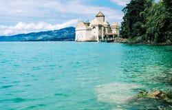 Sikt av den berömda chateauen de Chillon, Schweiz fotografering för bildbyråer
