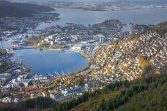Sikt av den Bergen staden som ses från toppmötet av monteringen Ulriken Royaltyfri Fotografi