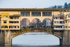 Sikt av den berömda bron Ponte Vecchio i Florence Arkivfoton