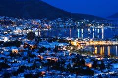 Sikt av den Bodrum hamnen vid natt Turk Riviera royaltyfri foto