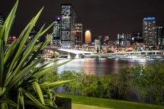 Sikt av den Brisbane staden från Southbank Parklands, Brisbane Arkivbilder
