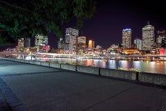 Sikt av den Brisbane staden från Southbank Parklands, Brisbane Arkivfoto