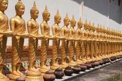 Sikt av den buddha statyn i Thailand Royaltyfria Foton