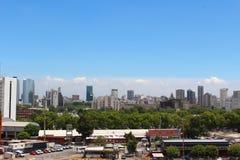 Sikt av den Buenos Aires horisonten, Buenos Aires, Argentina royaltyfria bilder