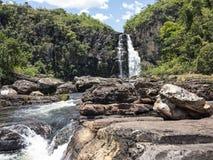 Sikt av den Caracol vattenfallet - Canela Arkivfoton