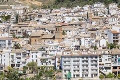 Sikt av den Cazorla byn, i toppiga bergskedjan de Cazorla Royaltyfri Foto