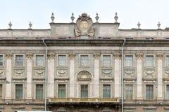Sikt av den centrala delen av fasaden av marmorslotten, Millionnaya gata st för domkyrkacupolaisaac petersburg russia s saint Royaltyfri Fotografi