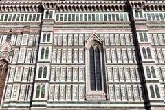 Sikt av den dekorativa väggen av Florence Duomo Royaltyfri Fotografi