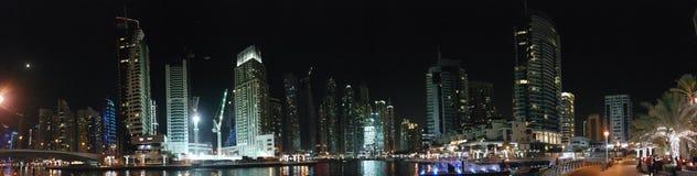 Sikt av den Dubai marina i UAE Arkivbilder