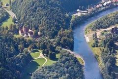 Sikt av den Dunajec floden uppifrån av tre kronor berg, Polen Fotografering för Bildbyråer