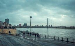 Sikt av den Dusseldorf invallningen arkivbilder