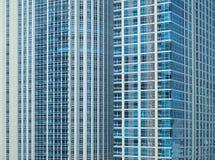 Sikt av den enorma lyxiga skyskrapan i Bangkok Royaltyfria Foton