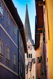 Sikt av den evangelikala kyrkan i Hallshatt, Österrike royaltyfri bild