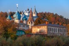 Sikt av den förklaringdomkyrka- och Nicolo Trinity kloster Gorokhovets Den Vladimir regionen Slutet av September 2015 Royaltyfria Foton