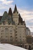 Sikt av den Fairmont chateauen Laurier från parlamentkullen, Ottawa, Kanada Royaltyfria Bilder