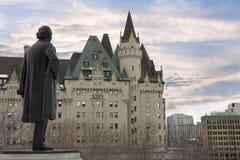 Sikt av den Fairmont chateauen Laurier från parlamentkullen, Ottawa, Kanada Arkivfoto