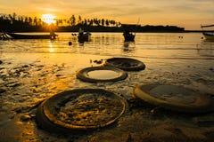 Sikt av den fantastiska solnedgången i Malaysia Fotografering för Bildbyråer