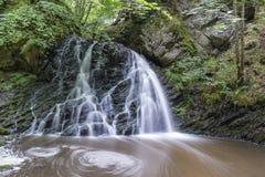 Sikt av den felika Glen Waterfalls Royaltyfri Foto