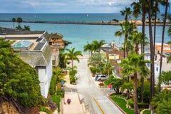 Sikt av den Fernleaf avenyn i Corona del Mar Arkivfoton