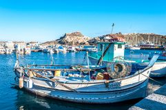 Sikt av den forntida byn från hamnen royaltyfri fotografi