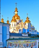 Sikt av den forntida kristna kloster i Kiev, Ukraina arkivbilder