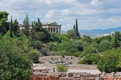 Sikt av den forntida marknadsplatsen och templet av Hephaestus i Aten, Grekland Royaltyfri Bild