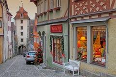 Sikt av den gamla gatan i Rothenburg, Tyskland Fotografering för Bildbyråer