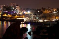 Sikt av den gamla hamnen på natten Royaltyfria Foton